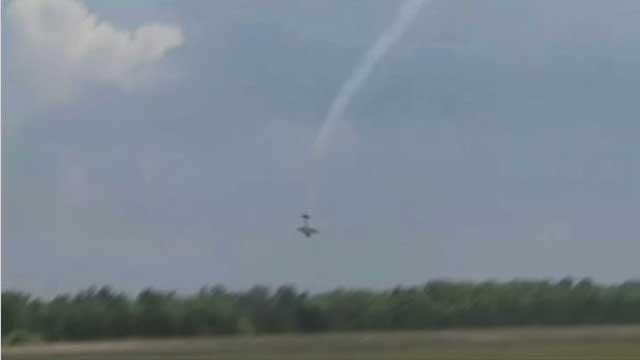 بالفيديو.. طائرة خفيفة تتحطم أثناء عرض جوي في الولايات المتحدة