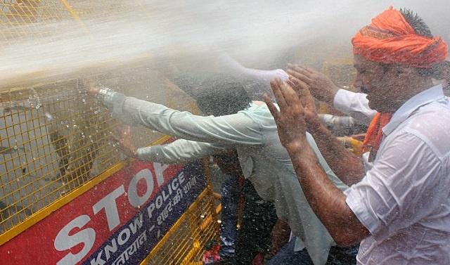 الهند: تفريق مظاهرة ضد العنف المسلط على المرأة بعد أيام من العثور على فتاتين مشنوقتين