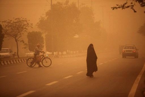 عاصفة رملية شديدة تضرب طهران وتسبب مصرع 5 أشخاص