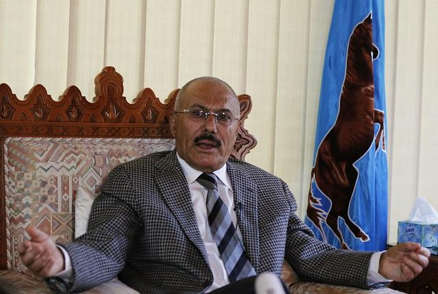 صالح ينفي سرقته للمال العام في اليمن