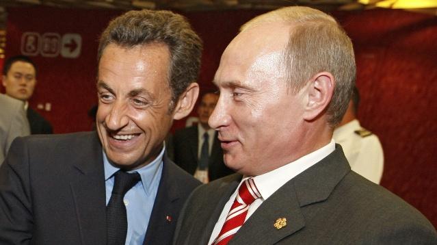 بوتين يلتقي ساركوزي الذي وصل إلى روسيا لحضور الحفل الموسيقي لزوجته