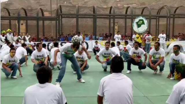 بالفيديو.. سجناء يلعبون كرة القدم استعدادا لبطولة العالم