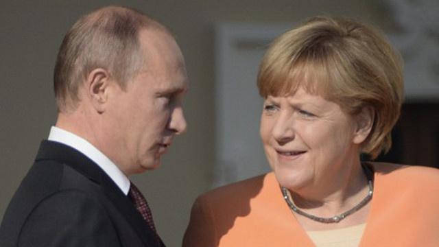 بوتين وميركل يبحثان الأزمة الأوكرانية ويدعوان إلى إعداد خطوات منسقة لتسويتها