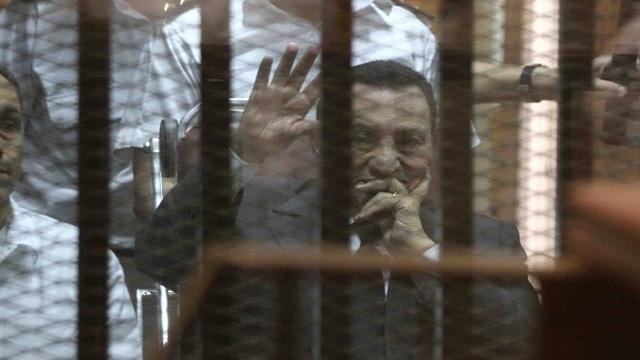 تأجيل محاكمة مبارك ونجليه لجلسة الأربعاء