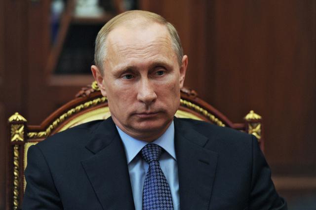بوتين ينفي وجود عسكريين روس في شرق أوكرانيا ويدعو الى تسوية الأزمة عبر الحوار