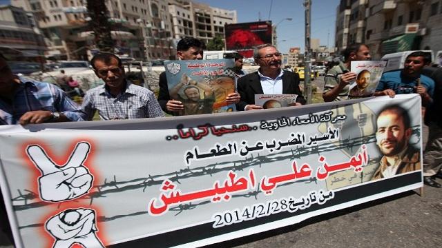المئات في رام الله يحتشدون دعما لإضراب المعتقلين الفلسطينين