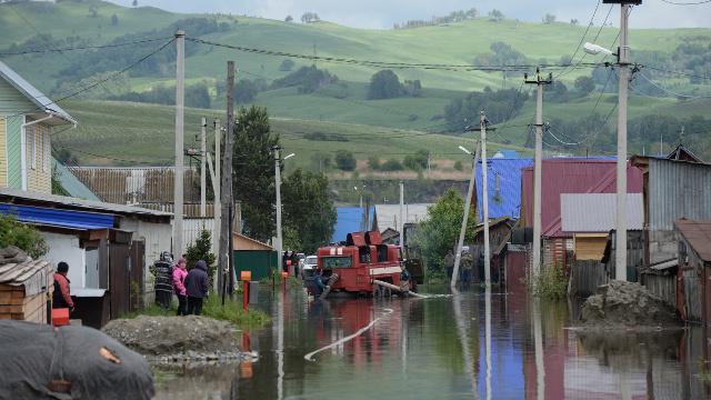 مقتل اثنين نتيجة الفيضان وإجلاء 34 ألف شخص من المناطق المتضررة في سيبيريا