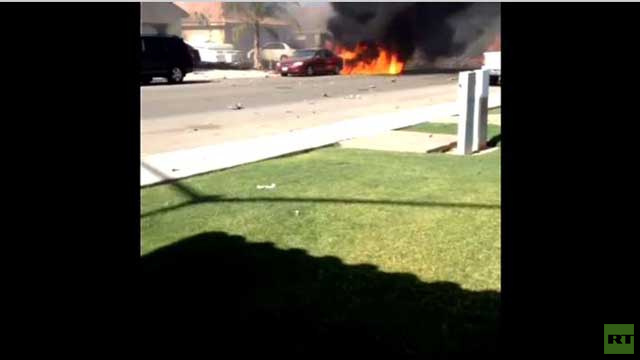 بالفيديو... حريق مكان سقوط طائرة عسكرية في كاليفورنيا