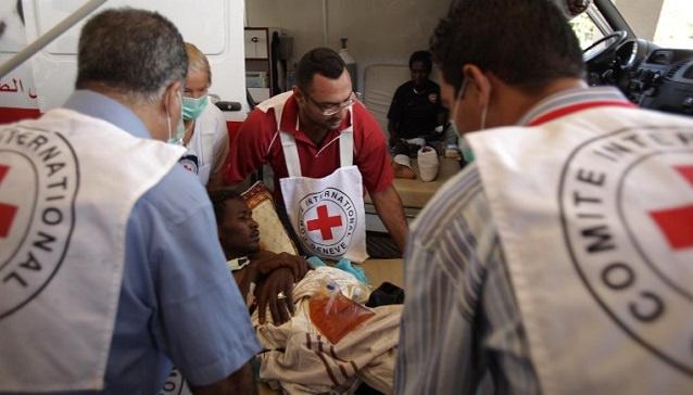 بعد مقتل أحد موظفيه.. الصليب الأحمر يلوح بتعليق أنشطته في ليبيا
