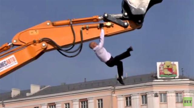 بالفيديو.. الرقص مع البلدوزر في مدينة فورونيج الروسية