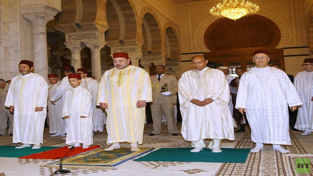بالصور.. ملك المغرب ورئيس تونس يؤديان صلاة الجمعة في قرطاج