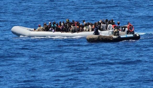 البحرية التونسية تنقذ 67 مهاجرا افريقيا كانوا على متن زورق مطاطي