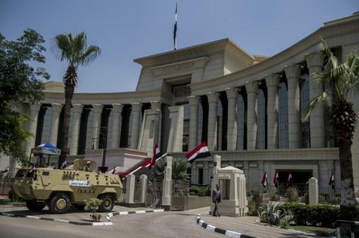 الغاء حكم بحبس ضابط متهم بقتل 37 متظاهرا عن طريق الخطأ في مصر