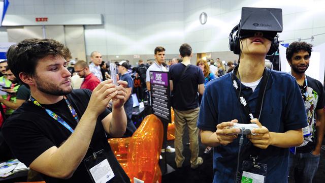 شركة Valve تعرض نموذجا جديدا من نظاراتها لمشاهدة الواقع الافتراضي