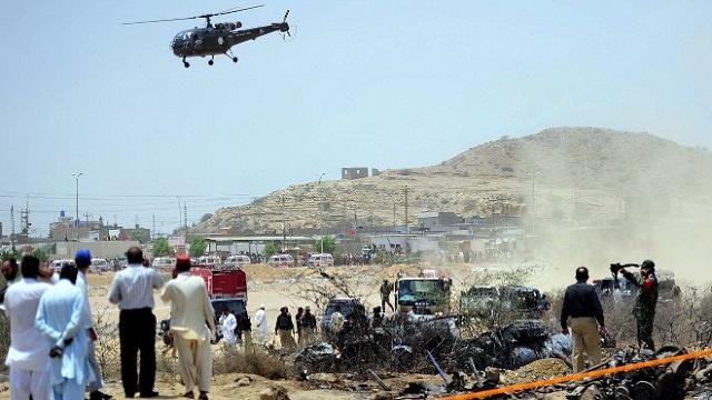 مقتل 5 أشخاص على الأقل إثر هجوم شنه مسلحون على مطار كراتشي في باكستان