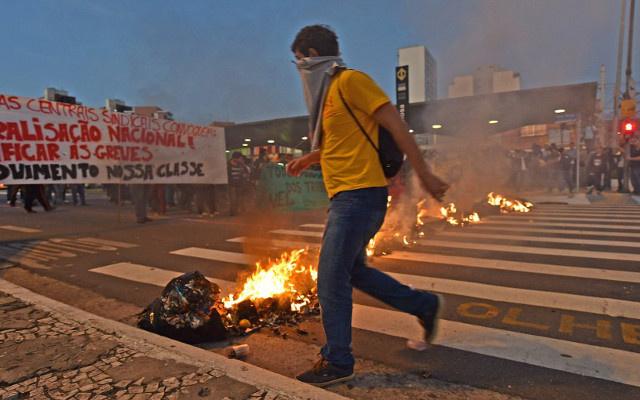 الشرطة البرازيلية تستخدم الغاز المسيل للدموع لتفريق المتظاهرين في ساو باولو