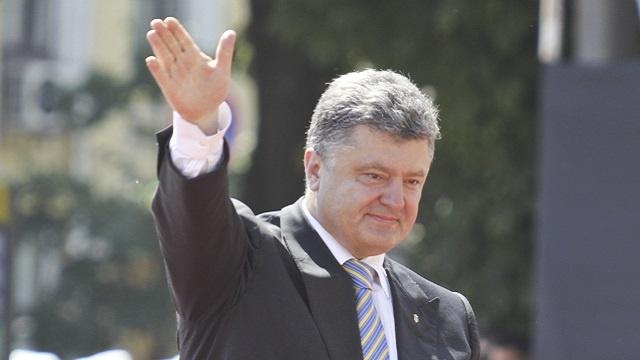 الرئيس الأوكراني يكلف الحكومة بفتح ممر إنساني للمدنيين في جنوب شرق البلاد