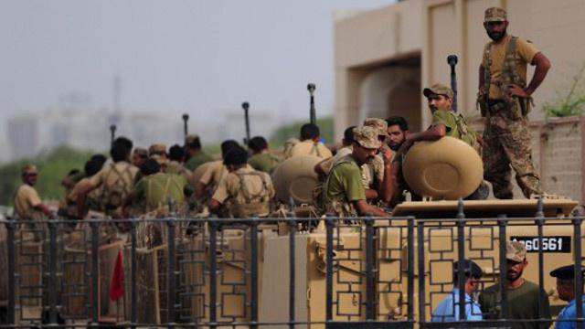 مسلحون يشنون هجوما جديدا على مطار كراتشي
