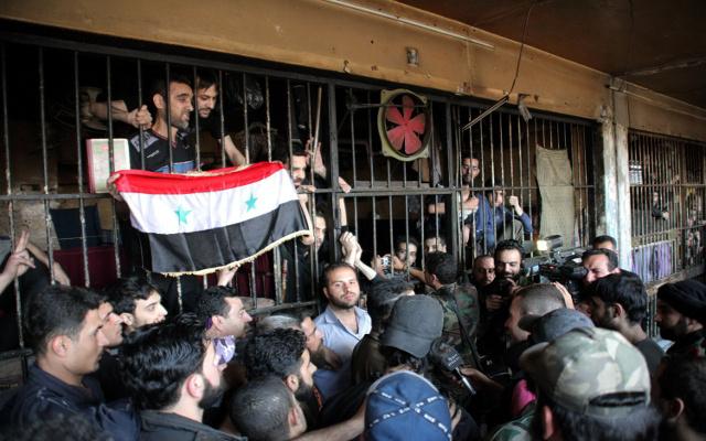 بدء الإفراج عن المعتقلين الذين شملهم العفو في سورية