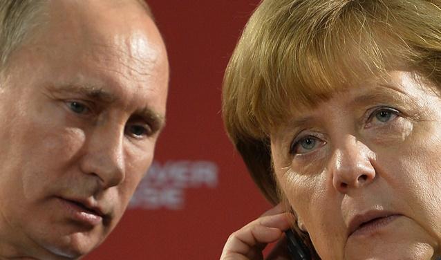بوتين لميركل: الوفد الروسي سيواصل التفاوض مع أوكرانيا في بروكسل
