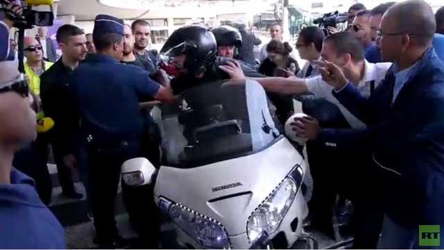 بالفيديو... إضراب سائقي الأجرة يشل حركة المرور في شوارع باريس