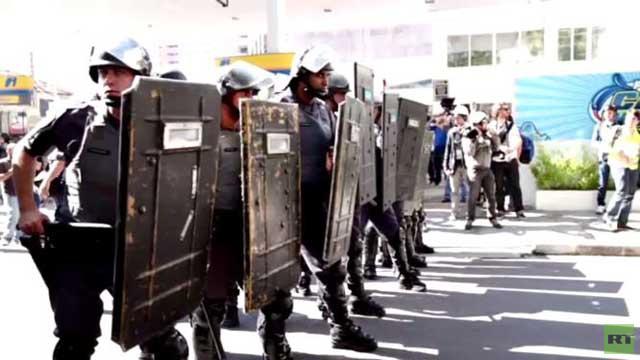 اشتباكات المتظاهرين والشرطة في ساو باولو يوم افتتاح الأولمبياد (فيديو)