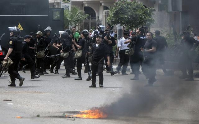 مقتل شرطي في مواجهات بين أنصار الإخوان والأمن المصري