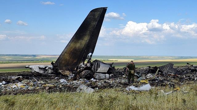 بوروشينكو يطالب بمعاقبة المسؤولين عن إسقاط طائرة النقل العسكرية الأوكرانية