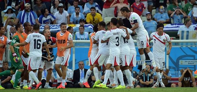 كوستاريكا تزيد من تعقيدات المجموعة الرابعة بعد هزيمتها أوروغواي 3-1