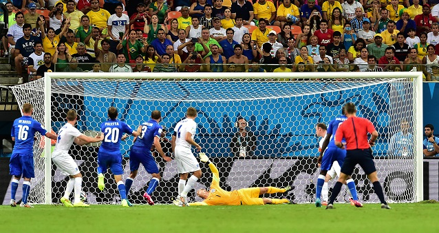 الآزوري يخطو بقوة في المجموعة الرابعة ويهزم المنتخب الإنكليزي 2-1 في مونديال البرازيل