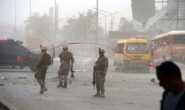 مقتل 11 شخصا بينهم أعضاء في لجنة انتخابية بتفجير حافلة ركاب شمالي أفغانستان