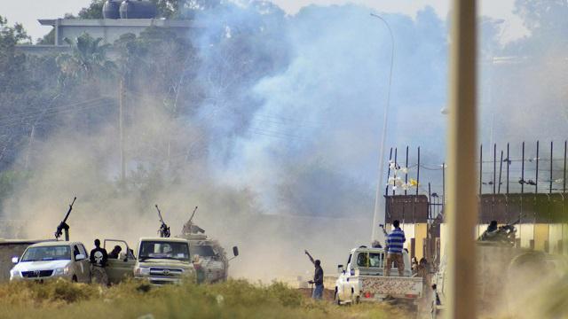 مقتل 8 أشخاص في اشتباكات بين قوات حفتر والاسلاميين في بنغازي