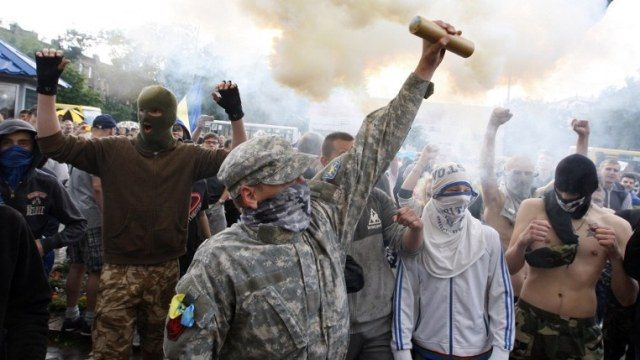 الشرطة الأوكرانية تعتقل 3 نشطاء شاركوا في الهجوم على سفارة روسيا في كييف وتفتح تحقيقا فيه