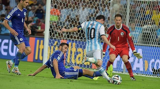 الأرجنتين تعاني في خطي الوسط والهجوم وتبتعد بأميال عن مستوى كبار المونديال