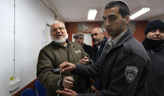 مقتل شاب فلسطيني برصاص إسرائيلي ونتانياهو يطلب مساعدة عباس للإفراج عن المخطوفين (فيديو)