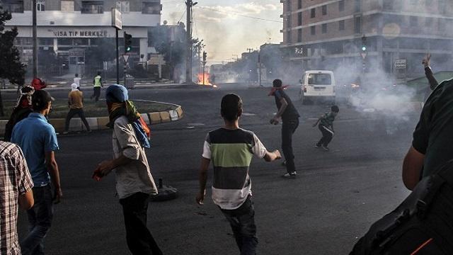 مصرع مراهق كردي في صدامات بين الشرطة ومتظاهرين جنوب تركيا