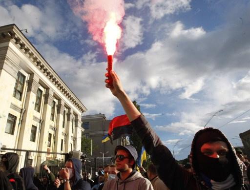 لافروف يطالب بكبح المتطرفين والفاشيين الجدد في أوكرانيا