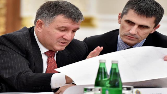 كييف تعلن عزمها على فتح ممر لانسحاب كتائب الدفاع الذاتي خارج البلاد