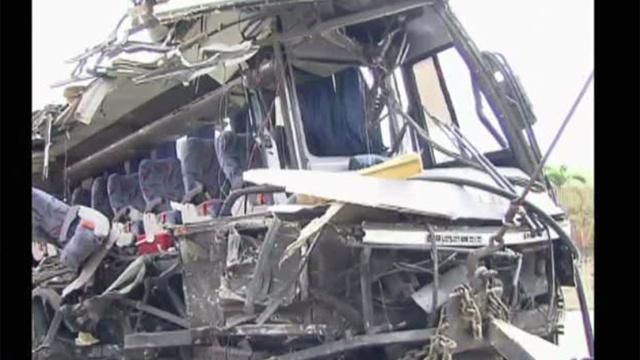 بالفيديو: مصرع 20 شخصا في حادث تحطم حافلة على الطريق بفنزويلا