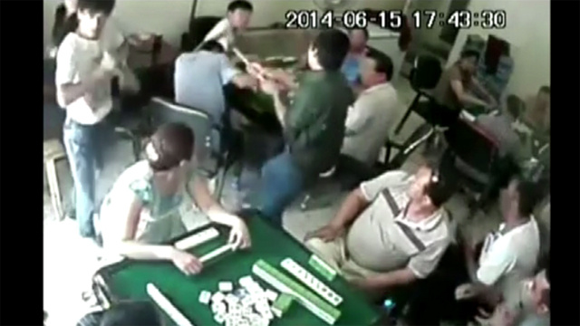 بالفيديو.. مهاجمة لاعبي شطرنج في مركز للتسلية في الصين