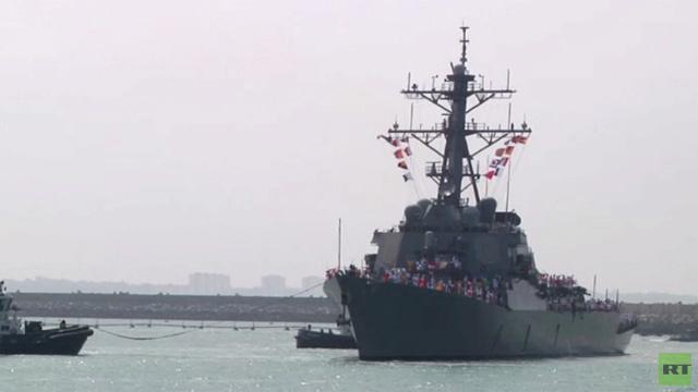 بالفيديو.. مدمرة أمريكية تصل إلى قاعدة روتا البحرية الأمريكية في جنوب اسبانيا