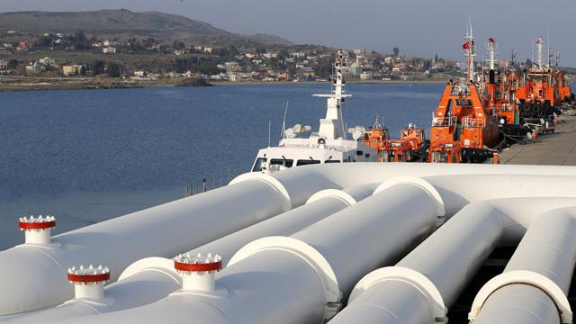 إقليم كردستان العراق يواصل تصدير النفط من ميناء جيهان تركي