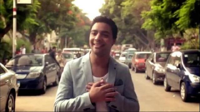 أحمد جمال يغالب دموعه أثناء تسجيل أغنية