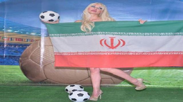 مواقع: ميريام كلينك عارية وتحمل علم منتخب وحيد ستشجعه في البرازيل (صور)