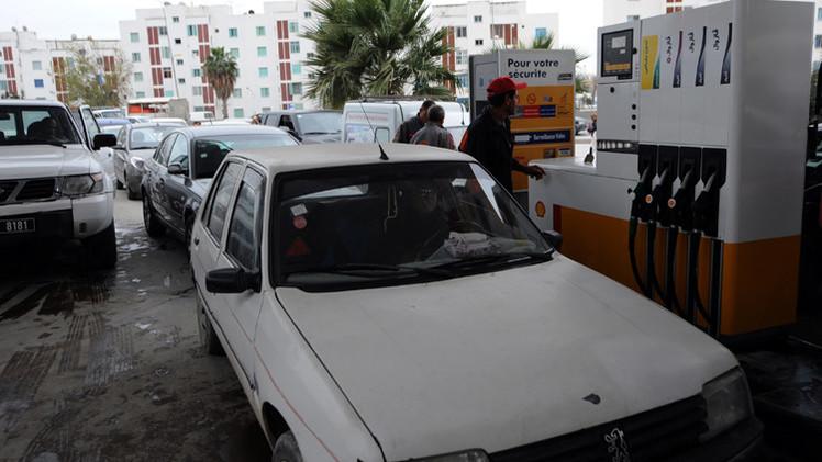 تونس ترفع أسعار البنزين 6.3% لخفض عجز الميزانية