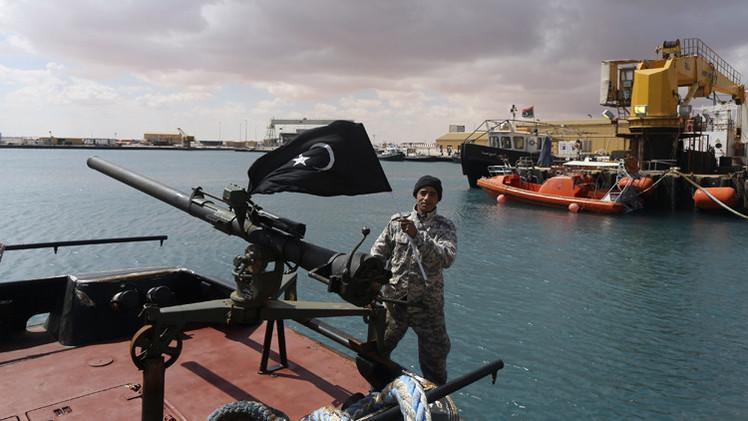 مسلحون في شرق ليبيا يوافقون على إعادة فتح ميناءين نفطيين