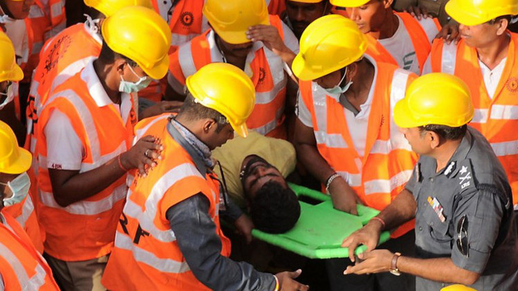 42 قتيلا في انهيار مبنى متعدد الطوابق في جنوب الهند