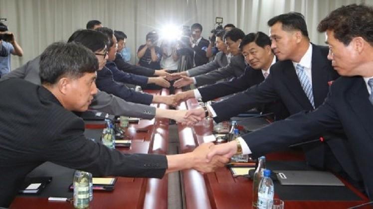موسكو ترحب بمبادرة بيونغ يانغ لتسوية العلاقات بين الكوريتين وتعرب عن قلقها إزاء إطلاق صواريخ