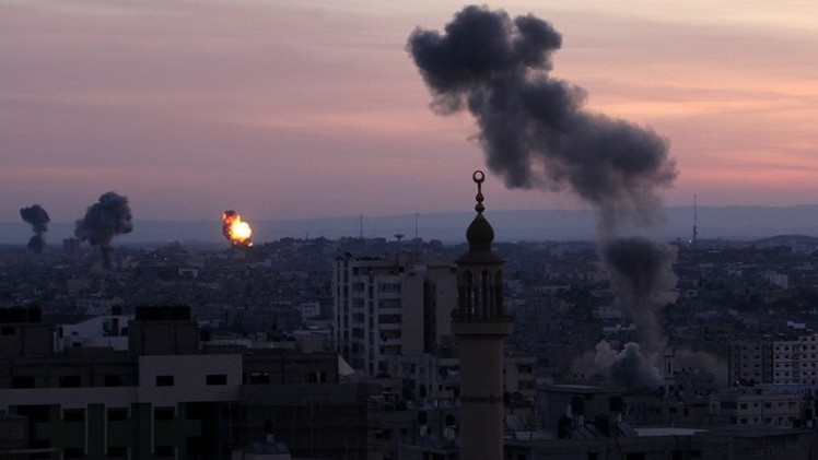 إصابة 10 فلسطينيين على الأقل في غارات إسرائيلية على غزة