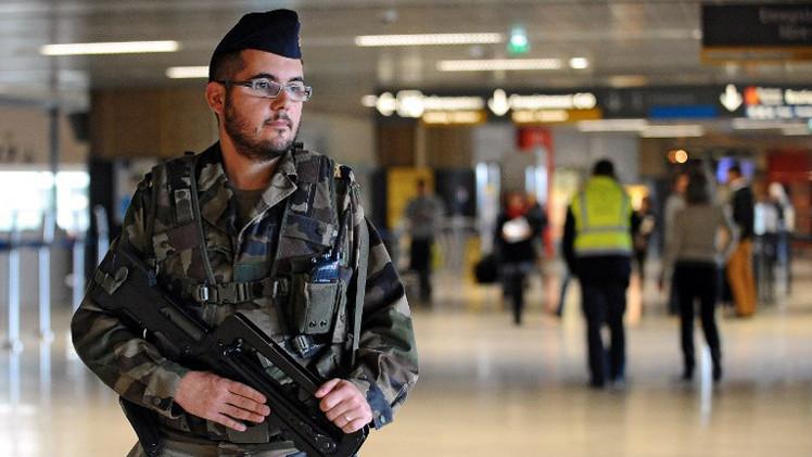 تشديد إجراءات الأمن في مطارات فرنسا وبريطانيا بطلب أمريكي